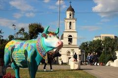 一头母牛的雕象的看法从母牛节日的  免版税库存照片