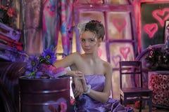 一件淡紫色礼服的青少年的女孩 库存照片