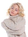 一件温暖的毛线衣的少妇 库存照片