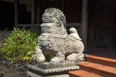 一头狮子的雕塑在入口的对那里画廊塔定调子 岘港市,越南 库存照片