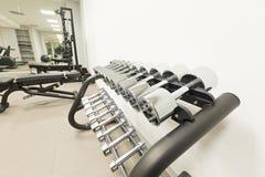 一间现代健身房的内部 免版税图库摄影