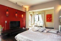一间现代卧室的内部 库存图片