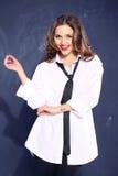 一件白人的衬衣的性感的妇女 图库摄影