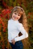 一个微笑的女孩的画象 免版税图库摄影