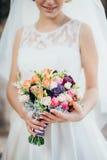 一件白色礼服的新娘 免版税库存图片