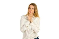 一件白色衬衣的女孩紧压手 库存图片