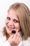 年轻逗人喜爱的女性电话接线员 免版税库存图片