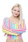 一件白色镶边女衬衫的逗人喜爱的金发碧眼的女人 免版税库存照片
