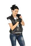 一件黑皮革背心的少妇 免版税库存照片