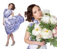 一件礼服的妇女有样式gzhel的 免版税库存图片