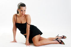 一件黑礼服的妇女 免版税库存图片
