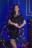 一件黑礼服的青少年的女孩 库存照片