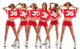 一件红色制服的美丽的年轻啦啦队员 库存图片