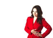 一件红色古典夹克的一名年轻微笑的妇女 免版税库存图片