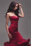 一件红色礼服的女孩 免版税库存图片