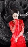 一件红色透明礼服的亚裔女孩 免版税库存照片