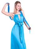 一件美丽的年轻白肤金发的蓝色礼服的画象 库存图片