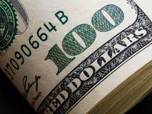 一100美元的宏观射击 美元特写镜头概念 美国人 免版税库存照片