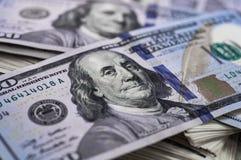 一100美元的宏观射击 美元特写镜头概念 美国美元现金金钱 大型装配架一百 本杰明・富兰克林` s画象 图库摄影