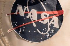 一件老美国航空航天局太空服的特写镜头 免版税库存照片