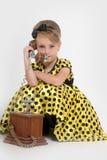 一件黄色礼服的小女孩 图库摄影