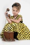 一件黄色礼服的小女孩 免版税库存图片