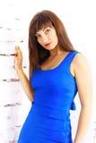 一件蓝色礼服的女孩 免版税库存照片