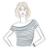 一件镶边T恤杉的时兴的女孩 免版税库存图片