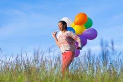 一年轻非裔美国人的十几岁的女孩runnin的室外画象 库存图片