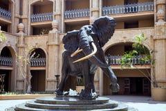 一头非洲大象的雕象, Sun City 免版税库存图片