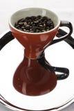 一coffe杯子用豆 免版税库存照片