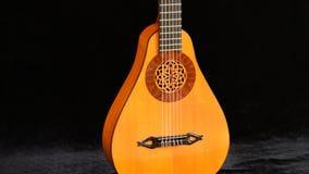 一luthier回旋制造的古老梨吉他 股票视频