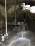 从一watermill从Rudaria, Caras-Severin,罗马尼亚的推进系统 库存照片