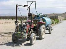 丁当拖拉机在阿富汗 免版税库存照片
