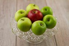 七个苹果蛋糕牌照  库存照片