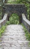 七在Rivington露台的庭院的被成拱形的桥梁 免版税库存图片