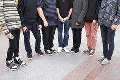 七坚持的十几岁一起 免版税库存照片