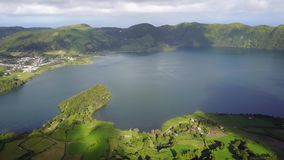 七城市Lagoa das 7 cidades的令人惊讶的盐水湖 股票录像