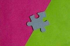 七巧板在桃红色和绿色背景之间的边界编结 库存照片