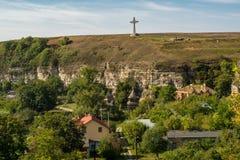 七文化十字架在Kamenec-Podolskiy市,乌克兰 免版税库存照片