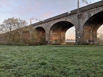 七曲拱铁路桥在Wolverton 图库摄影