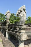 七朝向纳卡人雕塑在Phimai历史公园入口在呵叻,泰国 免版税库存照片