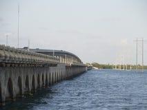 七英里桥梁,向基韦斯特岛 免版税库存照片
