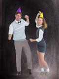 万人迷夫妇跳舞的一个综合图象与党帽子的 免版税库存图片