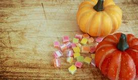 万圣夜、把戏或款待用糖果 免版税库存照片