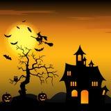 万圣夜与巫婆和南瓜的夜背景 免版税库存照片