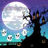 万圣夜与飞行鬼魂的夜垂悬在可怕树上小屋的背景和棒 免版税库存图片