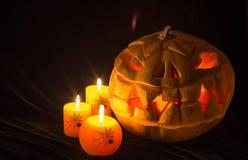 万圣夜假日 有万圣夜南瓜和灼烧的candl 免版税库存图片