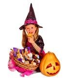 万圣夜党的巫婆孩子 库存图片