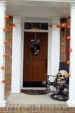 万圣夜前门装饰 库存照片